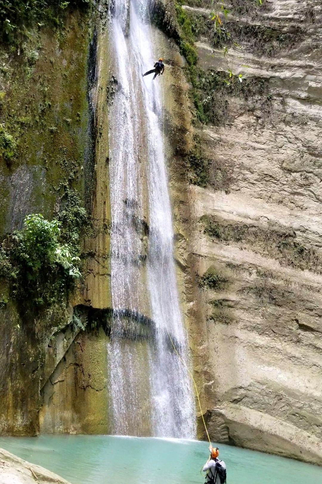 Rappelling Dao Falls 30 meters